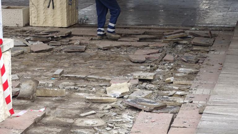 Пазарджишката районна прокуратура разследва опит за кражба на тротоарни плочки,