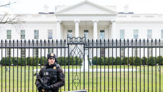 Задържаха мъж при опит да влезе с кола до Белия дом