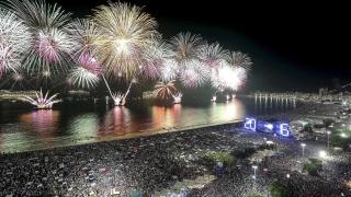 Милиони хора заедно посрещнаха 2016-а по площади и плажове по света