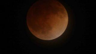 """Пълното затъмнение беше предшествано от """"кървава Луна"""""""