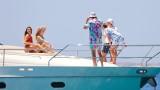 Четири красавици забавляват Халанд в Миконос