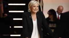 Марин льо Пен печели популярност дни преди вота във Франция