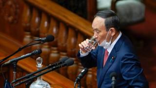 Суга е притеснен от високия процент на заразени в Япония