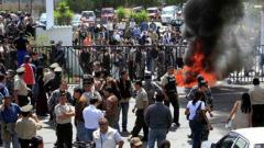 Преврат в Еквадор, полицаи нападнаха президента