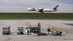 САЩ работят по теорията, че египетският самолет е свален с бомба