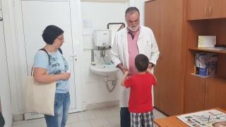 """Лекари от """"Пирогов"""" преглеждат безплатно деца в Хасково"""
