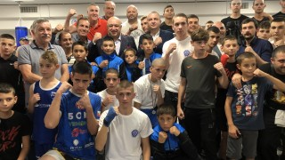 Министър Кралев откри боксова зала във Варна
