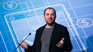 Съоснователят на WhatsApp може да загуби до $1 милиард след оставката си