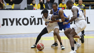 Левски Лукойл измъкна трета поред трудна победа