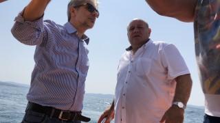 """Водата на плаж """"Корал"""" е чиста, уверява Нено Димов"""