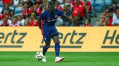 Барселона и ПСЖ влизат в спор за защитник на Лион