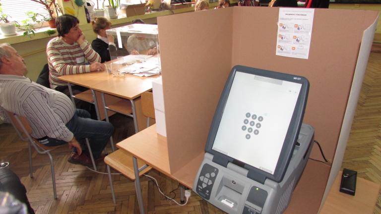 Обществена поръчка за закупуването на 3000 машини за гласуване на
