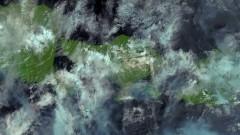 Учени наблюдават вулкана на Бали