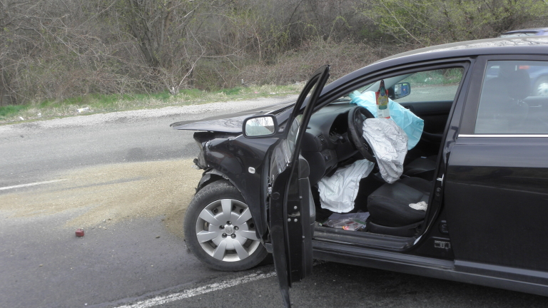 Двама загинали и двама пострадали при тежък пътен инцидент във Варненско