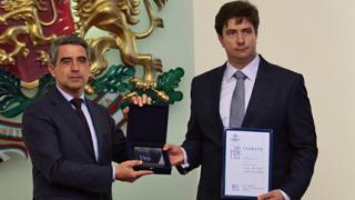 """Наш учен от Мичиганския университет взе наградата """"Джон Атанасов"""""""