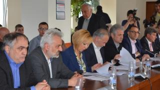 Манолова: КЕВР решава в интерес на дружествата, не на гражданите