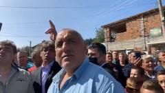 Борисов обикаля с джипа Велинградско, воюва с ДПС за избиратели