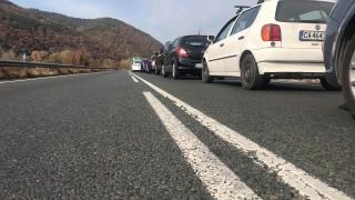 """Километрични задръствания на тунел """"Железница"""" заради протестна блокада"""