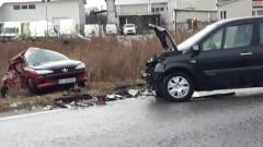 Катастрофа заради мокър път край Банско прати двама в болница