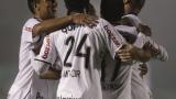 ВИДЕО: Играч и треньор се бият на дербито в Бразилия