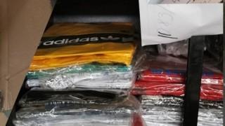 """Иззеха над 3000 контрабандни дрехи и парфюми на ГКПП """"Дунав мост"""" - Русе"""
