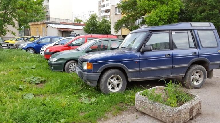 Шофьорите в съседка на България масово паркират незаконно