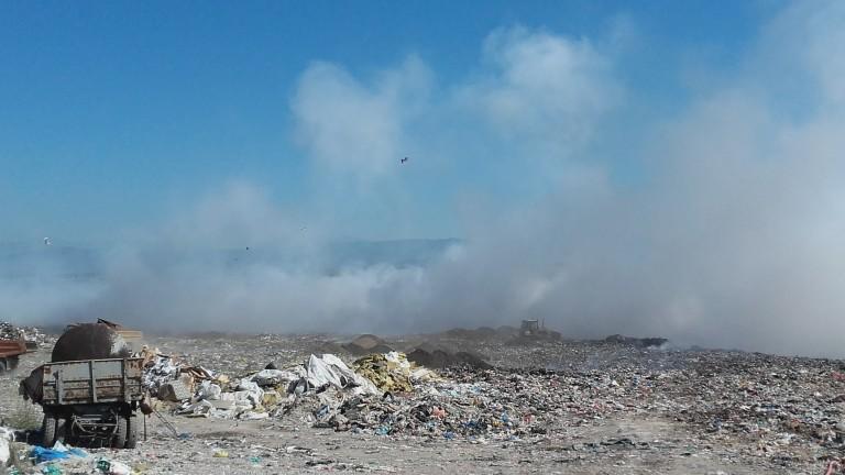 Снимка: В Шишманци протестират срещу обгазяването от пламналото депо