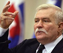 Лех Валенса: Очевидна е отговорността на Полша за трагедията край Смоленск