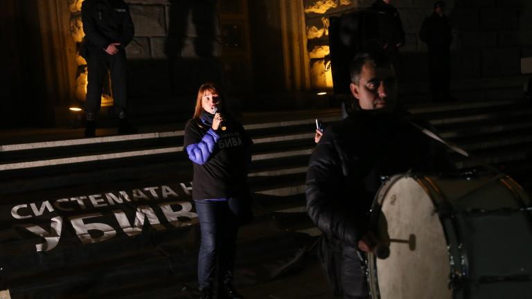 """Протестиращите майки блокираха бул. """"Дондуков"""""""
