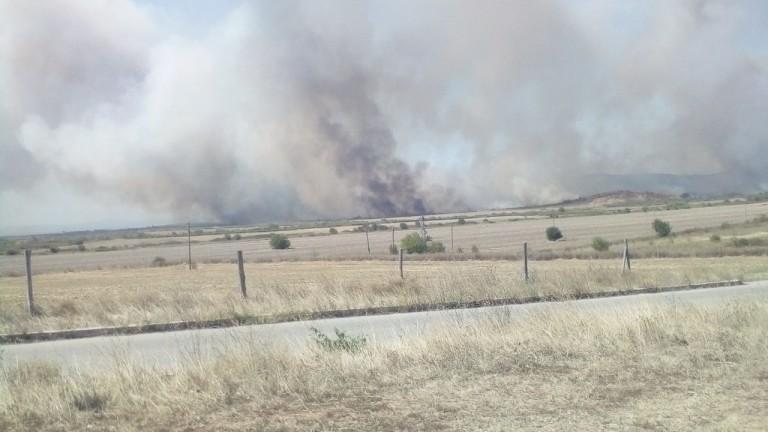 Горски пожар ограничава движението по пътя Стара Загора - Чирпан