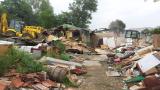 Цигани събарят сами незаконните си къщи в Стара Загора