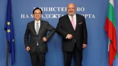 Министър Кралев се срещна с посланика на Япония