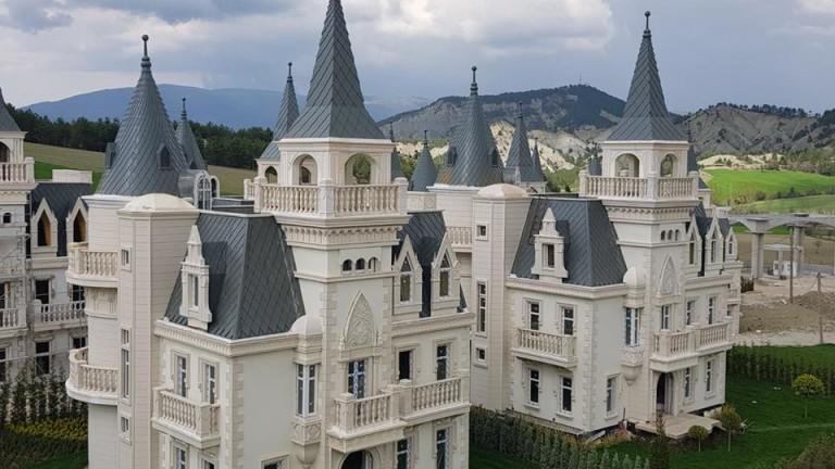 Дизайнът на тези малки дворци ни кара да мислим, че