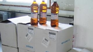 180 бутилки етилов алкохол задържаха митничари