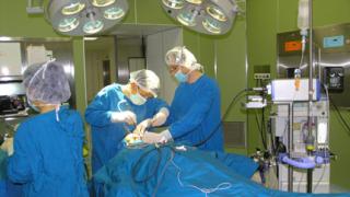 Извадиха недостъпен тумор на черепа на 35-годишна жена