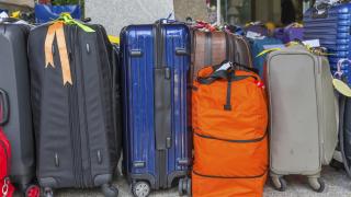 Десетки българи блокирани над 12 часа на летището в Кьолн