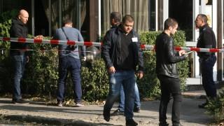 Разследващи продължават с огледите в района на стрелбата в София