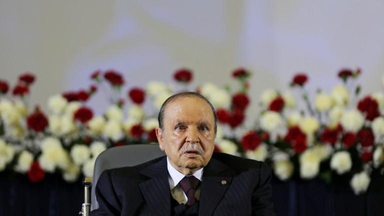 Почина експрезидентът на Алжир Абделазиз Бутефлика