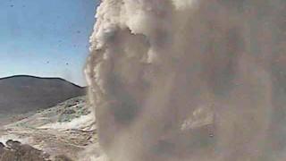 В Южна Япония изригна вулкан за първи път от 250 г.