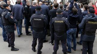 Арести на опозиционери в Москва, властите не разрешиха шествие за Деня на конституцията