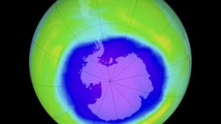 Озоновата дупка над Антарктида се смалява