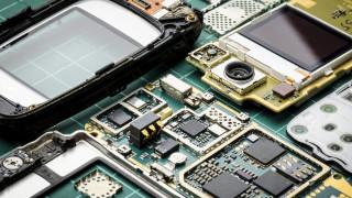 Учени смляха смартфон в блендер, за да разберат химическия му състав