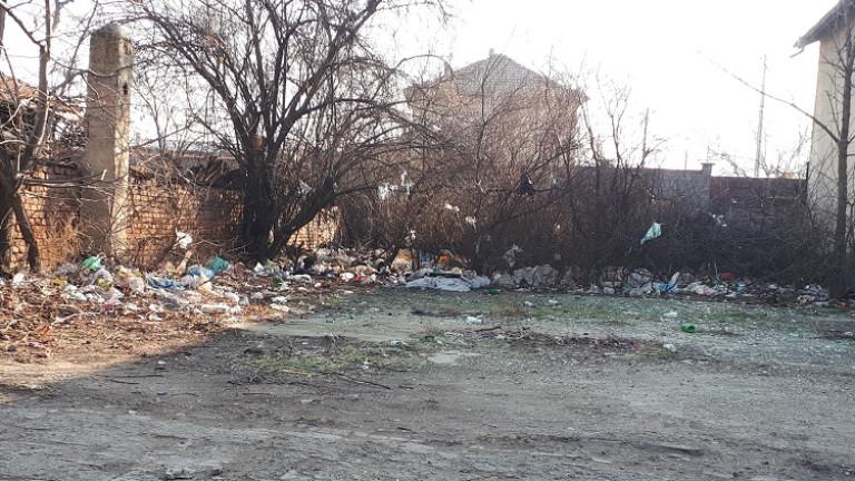 Вече година от Столичната община бездействат за разчистването на нерегламентирано