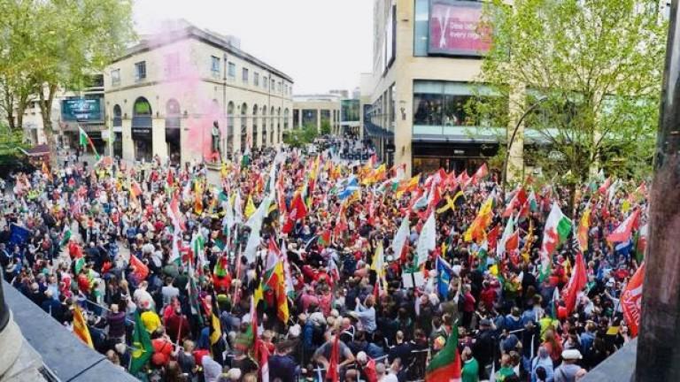 Хиляди в Уелс демонстрират с настояване за независимост от Великобритания