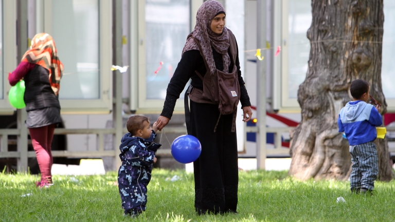 Четирима мигранти, сред които 3-годишно дете, откриха в наш камион
