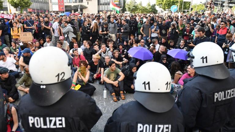 Продължават протестите в Хамбург