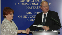 Учителят може и без учебници, имал съм такъв, обяви просветният министър