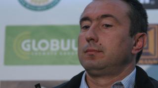 Пламен Марков помага на Станимир Стоилов