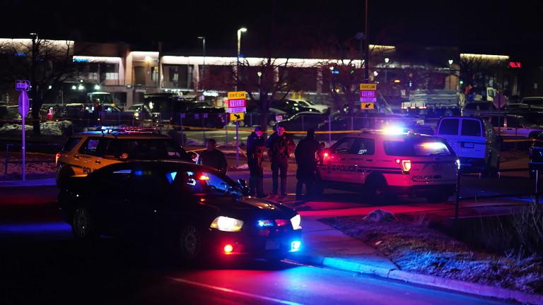 Съобщава се, че при масови стрелби в Ориндж, американския щат
