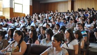 От МОН канят банки за кредитите за студенти и докторанти